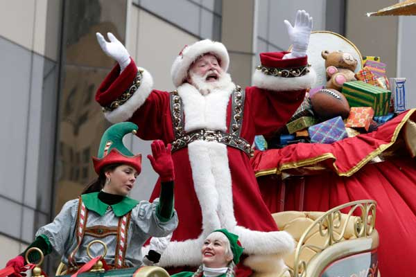 US celebrates Thanksgiving with parades, turkey