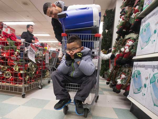 Shoppers turn out on Thanksgiving