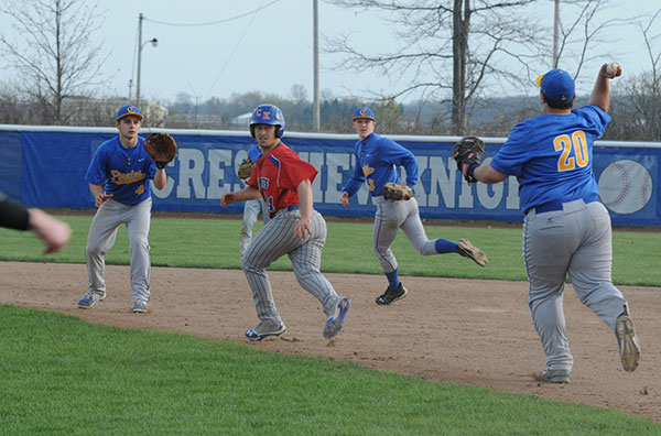 Crestview continues streak with victory over Pirates