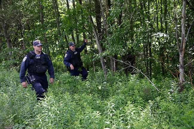 1 escaped murderer fatally shot in NY woods, other on run