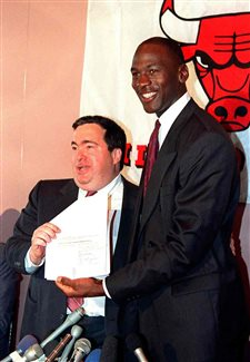 Jerry Krause, Bulls' GM during 1990s dynasty, dies at 77